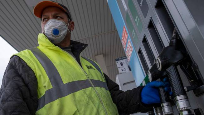 Emergenza coronavirus, giù il prezzo del petrolio (Imagoeconomica)
