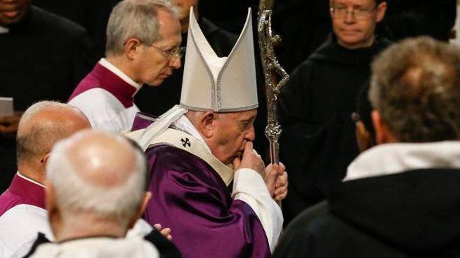 Papa Francesco durante la messa in Santa Sabina (Ansa)