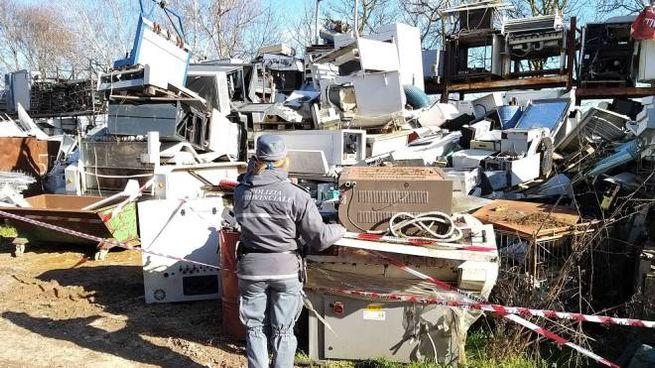 L'enorme ammasso di rifiuti illeciti