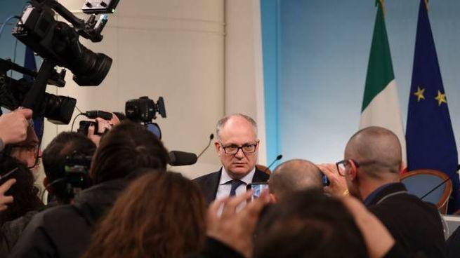 Il ministro dell'Economia Roberto Gualtieri in conferenza stampa (Imagoeconomica)