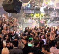 Piscina e discoteca Duende: sono i posti che ha frequentato la ragazza risultata positiva
