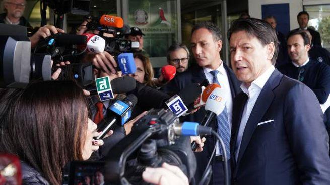 Il premier Giuseppe Conte dopo la riunione alla Protezione civile (ImagoE)