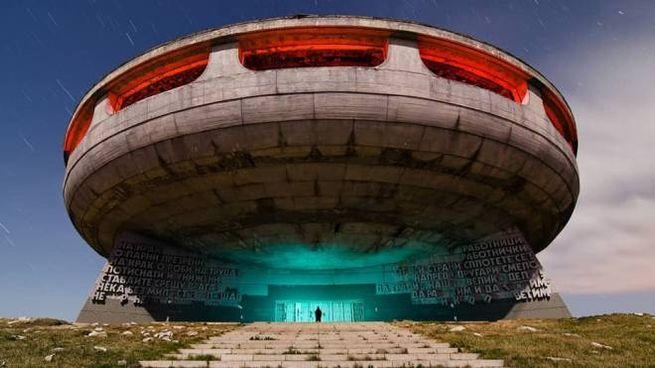 "Una ""base aliena"" in Bulgaria - Foto: intagram/markoneill_nightphotography"