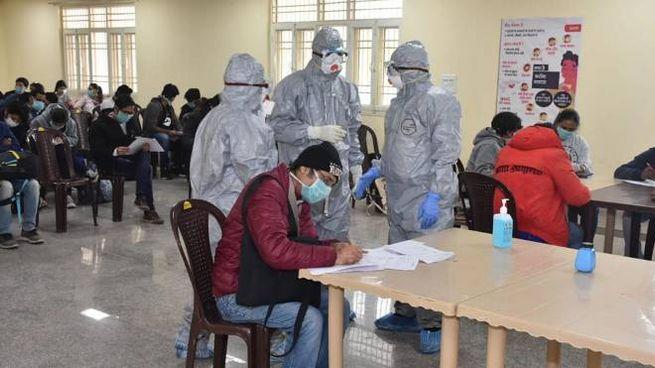 Precauzioni anti-coronavirus in India (Ansa)