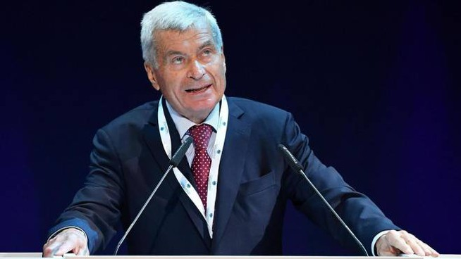 Il presidente di Confcommercio, Carlo Sangalli (Ansa)