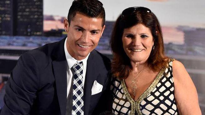 Cristiano Ronaldo con la mamma Maria Dolores (Afp)