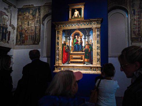 La pala dei Decemviri esposta, nel suo completo splendore, ai Musei Vaticani