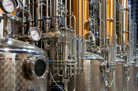 Un particolare dei nuovi alambicchi della distilleria Bonollo. L'azienda veneta ha realizzato un sistema produttivo, chiamato Sistema Unico Bonollo, che mira all'ottimizzazione di tutte le fasi produttive della grappa