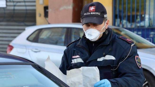 Controlli della polizia municipale (foto Marco Mori/New Press Photo)