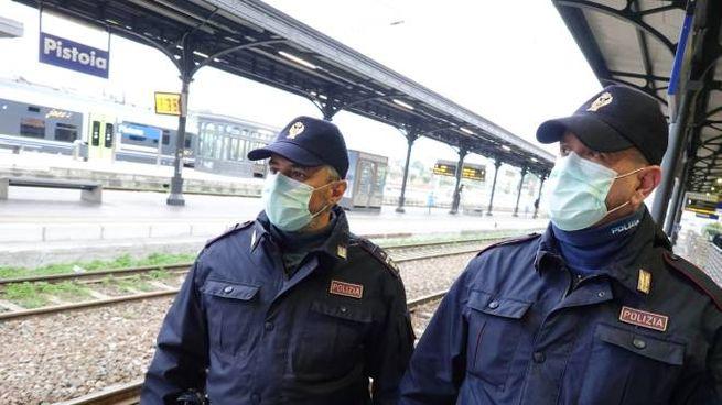 Coronavirus, controlli alla stazione di Pistoia (foto Acerboni/FotoCastellani)