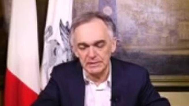 Il presidente della Toscana, Enrico Rossi, durante il messaggio su Fb
