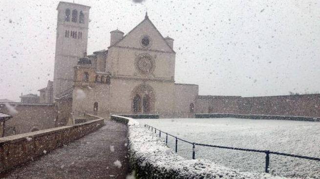 Meteo, la neve ad Assisi il 24 marzo 2020 (Ansa)