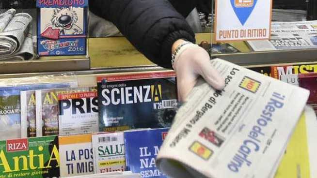 Anche l'edicola di piazza Cavour ha deciso di aderire all'iniziativa del giornale a casa