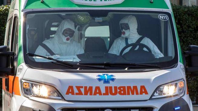 Coronavirus, un'ambulanza in servizio (Ansa)