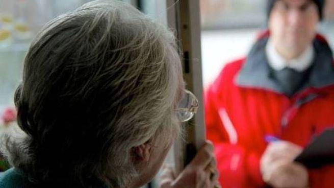Anziani e consegne a casa, ma attenzione alle truffe