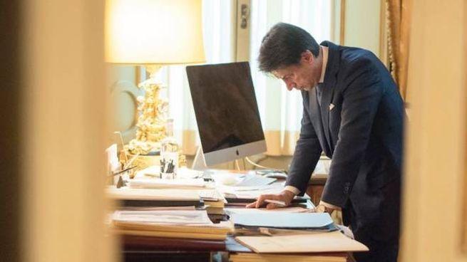 Il premier Giuseppe Conte al lavoro (Dire)