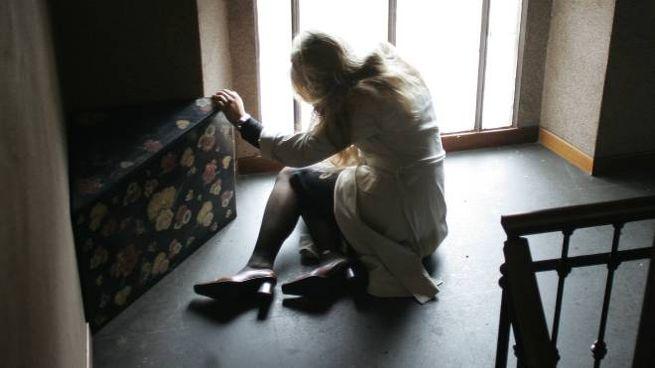 La ragazza viveva da tempo da sola. Ha assunto un mix di farmaci e alcol