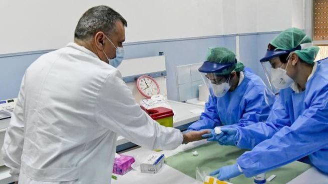 Mascherine sbagliate ai medici, la Protezione civile si scusa (Ansa)