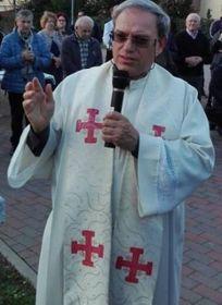 Don Paolo Orlandi, parroco di Spezzano: in questa fase d'emergenza. riunisce i fedeli sul web