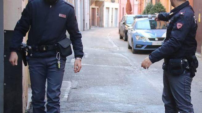 Gli investigatori della Polizia in via Mameli il giorno successivo all'omicidioVincenzo Iorio