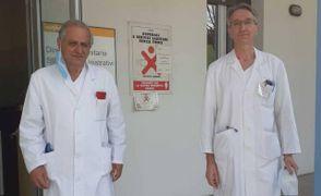 Il dottor Michelangelo Ciurleo, 63 anni, medico in pensione e sindaco del paese di Botricello, in Calabria. A destra il primario di Medicina Fabio Gilioli
