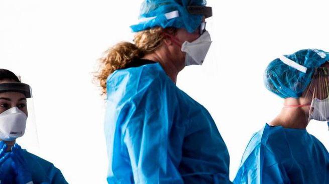 Medici e infermieri in prima linea