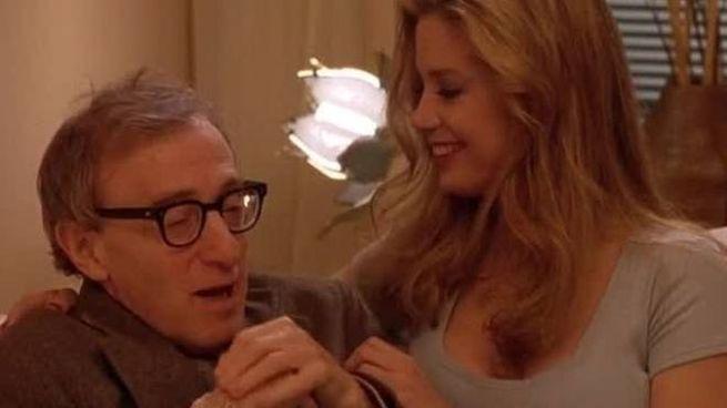 Woody Allen e Mira Sorvino nel film 'La dea dell'amore': l'attrice interpreta il ruolo di
