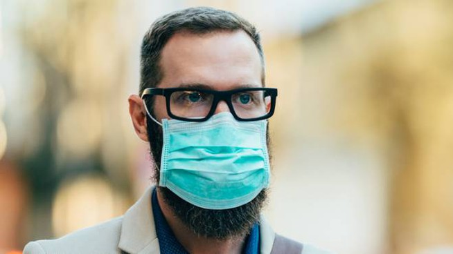 I consigli per evitare di appannare gli occhiali quando indossiamo la mascherina