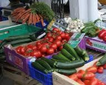 Riapre il mercato, ma solo con gli alimentari