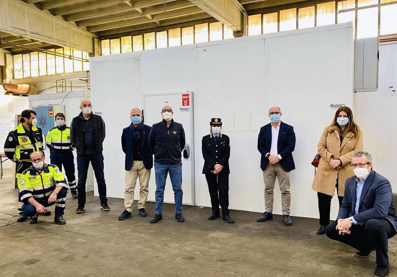 La consegna delle celle frigorifere da parte dei costruttori alla Protezione civile