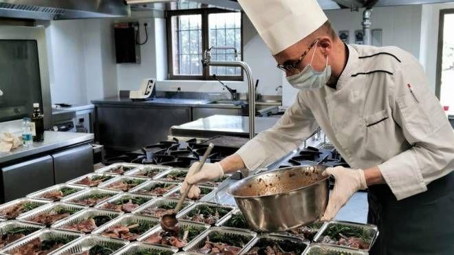 Cose Di Casa Carate carate, pranzo di pasqua servito a chi lavora in prima linea