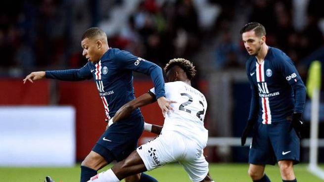 I calciatori francesi considerano pericolosa una ripresa della Ligue 1 (Epa)
