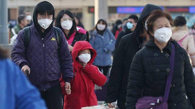 Cittadini cinesi con mascherina