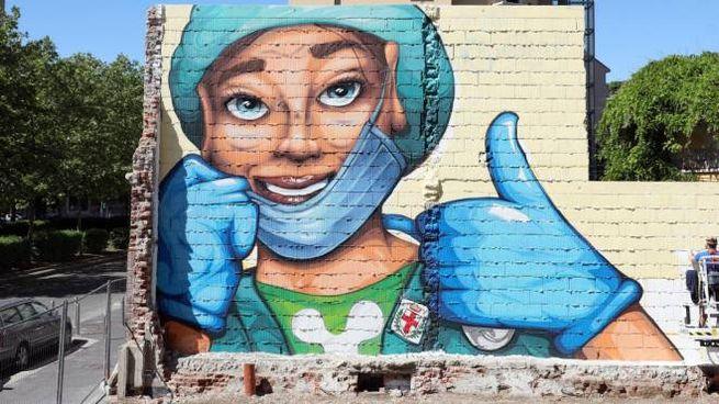 Coronavirus, un murales 'ottimista' sul'andamento della pandemia (Ansa)