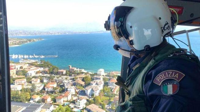 Coronavirus, i controlli della polizia sul Lago di Garda (Ansa)