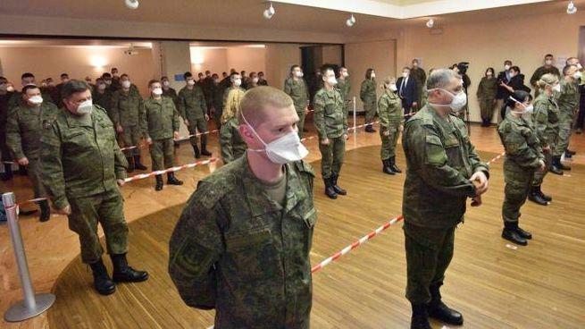 La cerimonia di saluto ai medici militari russi