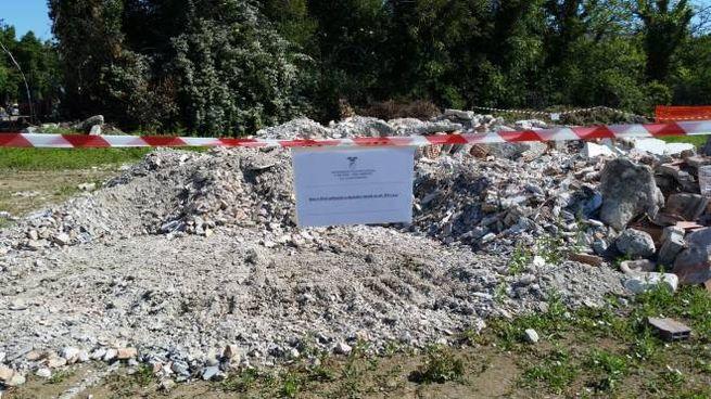 Il deposito di rifiuti scoperto