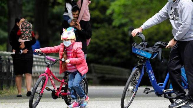 New York, una bambina a Central Park (Ansa)