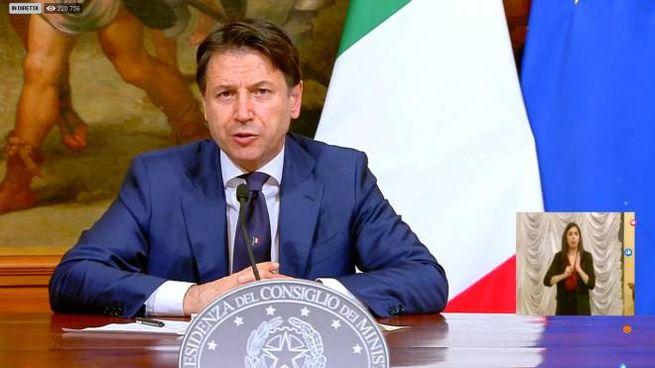 Il premier Giuseppe Conte in conferenza stampa (Ansa)