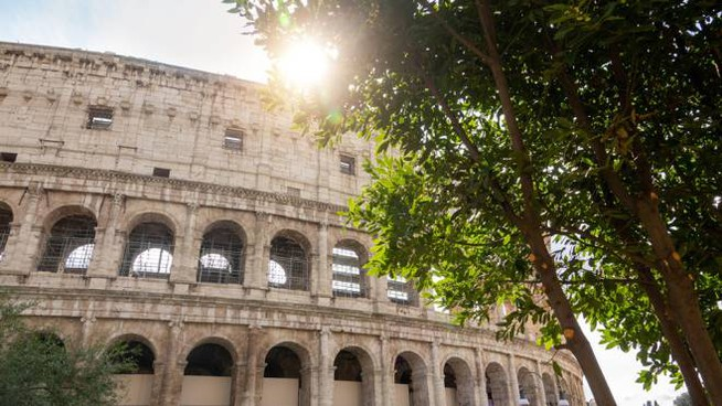 Previsioni meteo 15 maggio: sole sul Colosseo