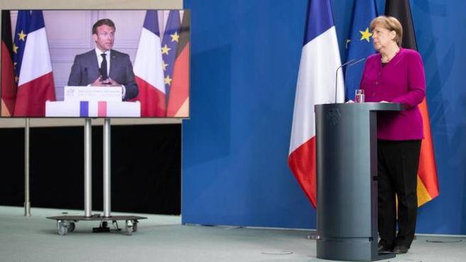 Emmanuel Macron e Angela Merkel (Ansa)
