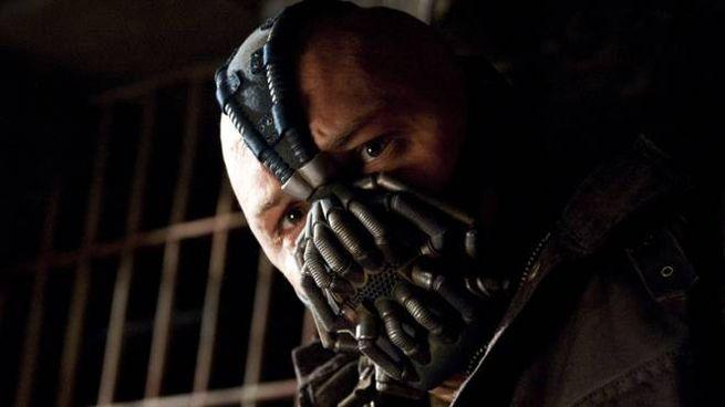 Tutti vogliono la maschera di Bane - Foto: Warner Bros. Pictures