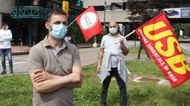L'Unione sindacale di base ha protestato davanti alla sede di Aib