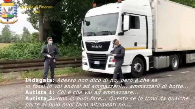Gli uomini della Guardia di Finanza hanno effettuato controlli sui camion e intercettazion