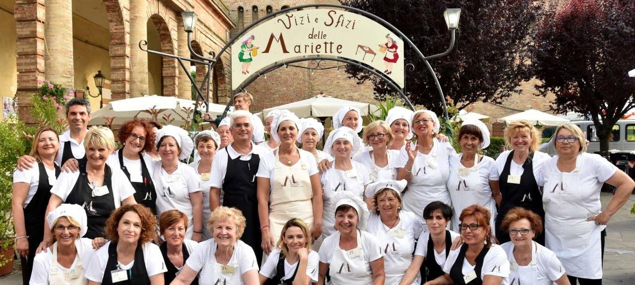 Il gruppo delle 'Mariette', attivissime nell'organizzazione della festa, durante una delle scorse edizioni