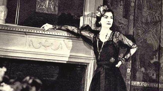 Mademoiselle Coco Chanel all'hotel Ritz (di François Kollar for Harper's Bazaar)