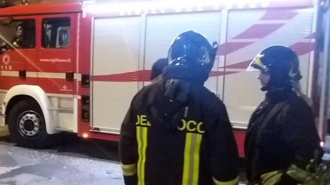 I pompieri interventi anche per un camion in difficoltà