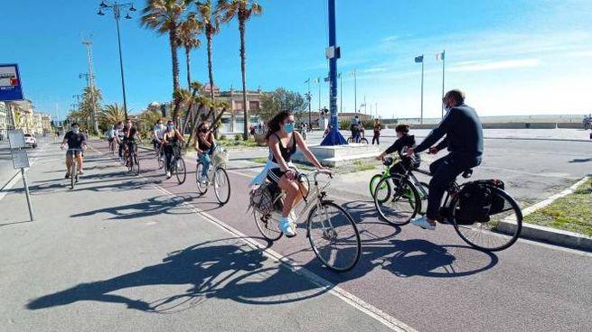 Biciclette sul lungomare di Viareggio (Umicini)