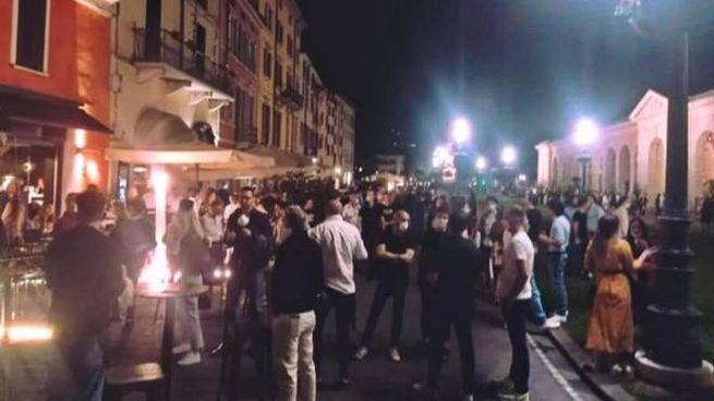 Assembramenti in centro a Brescia