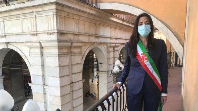 La vicesindaco di Pisa Raffaella Bonsangue durante la cerimonia in memoria di Falcone, la moglie e la scorta